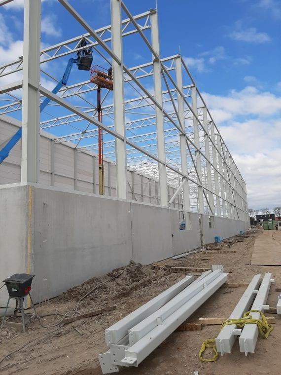 GS Staalwerken zorgde in negen weken voor staalconstructies met 990 ton aan staal voor LC Packaging.