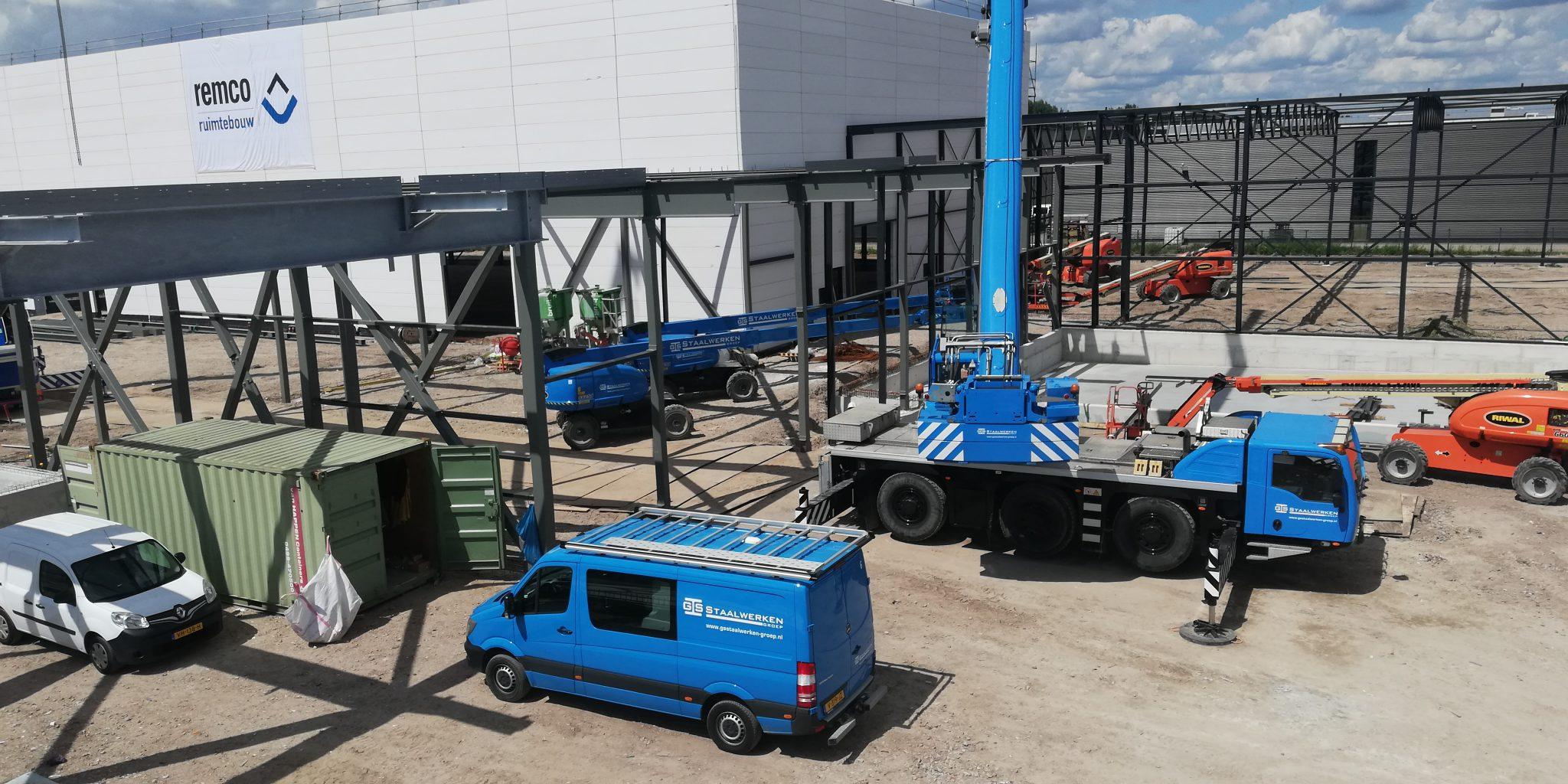 Het distributiecentrum van Univacco zorgde voor extra rekenwerk bij constructeurs van GS Staalwerken door de verschillende verbindingen in het pand.