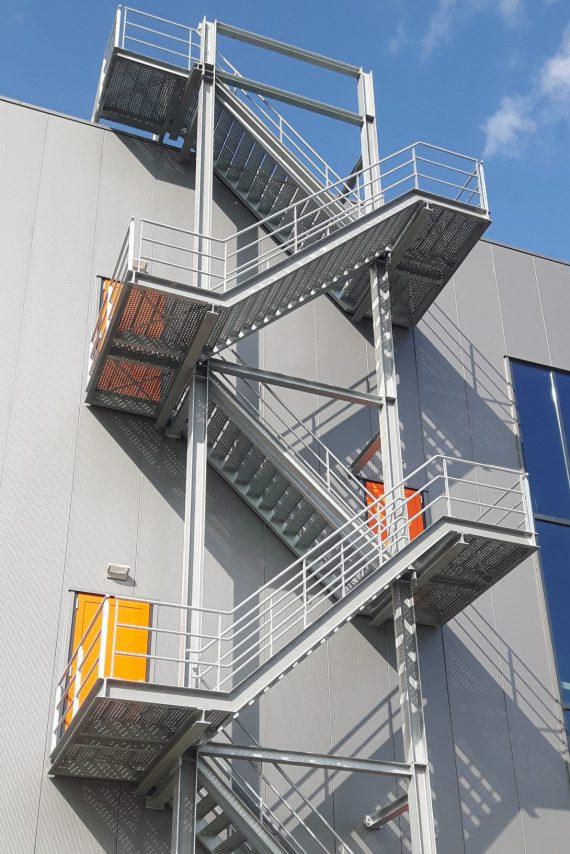 GS Staalwerken leverde 35 trapconstructies voor het grootste distributiecentrum van Nederland.